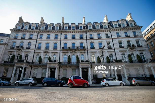 Smart automobile passes Belgravia Gate townhouses in London, U.K., on Sunday, March 7, 2021. Sales of luxury properties tumbled 13% as the pandemic...