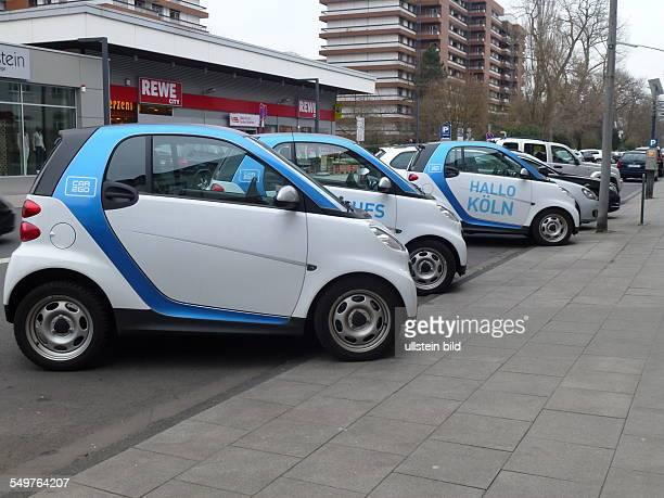 Smart des Carsharing Unternehmen Car2go stehen auf öffentlichen Parkplätzen car2go ist ein Carsharinganbieter des deutschen Automobilherstellers...