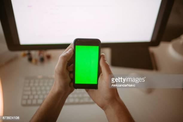 smart phone with chroma key screen - chroma key foto e immagini stock