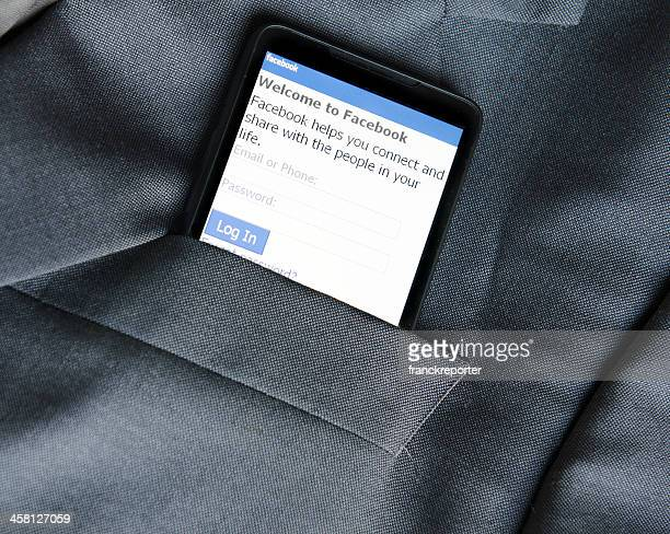 スマートフォンで Facebook アプリケーションのポケット