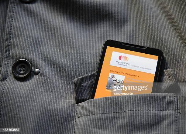 スマートフォンで mastercard.com サイトのポケット