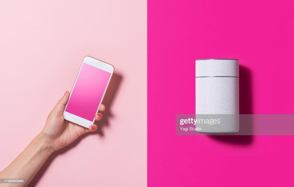 Smart Speaker and smart phone : Stock-Foto