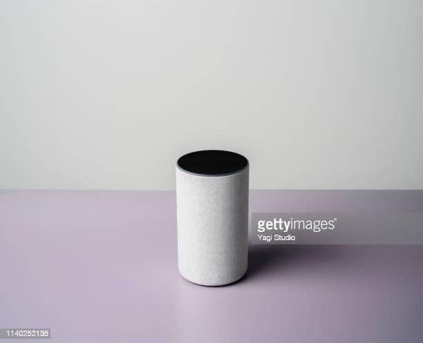 smart speaker in studio. - voce foto e immagini stock
