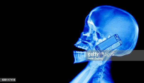 smartphone and microwaves x-ray - radio wave stock pictures, royalty-free photos & images