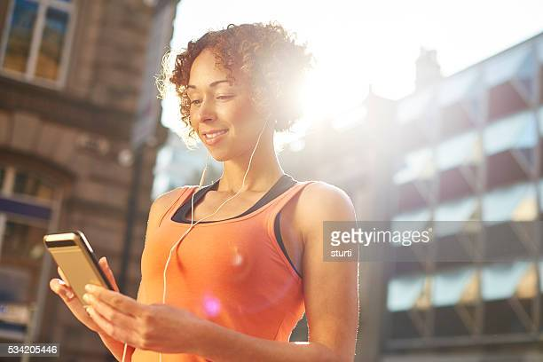 smartphone jogger - liverpool training stock pictures, royalty-free photos & images