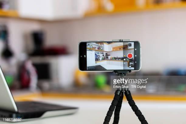 smartphone ready for vlogging in the kitchen - camera stockfoto's en -beelden