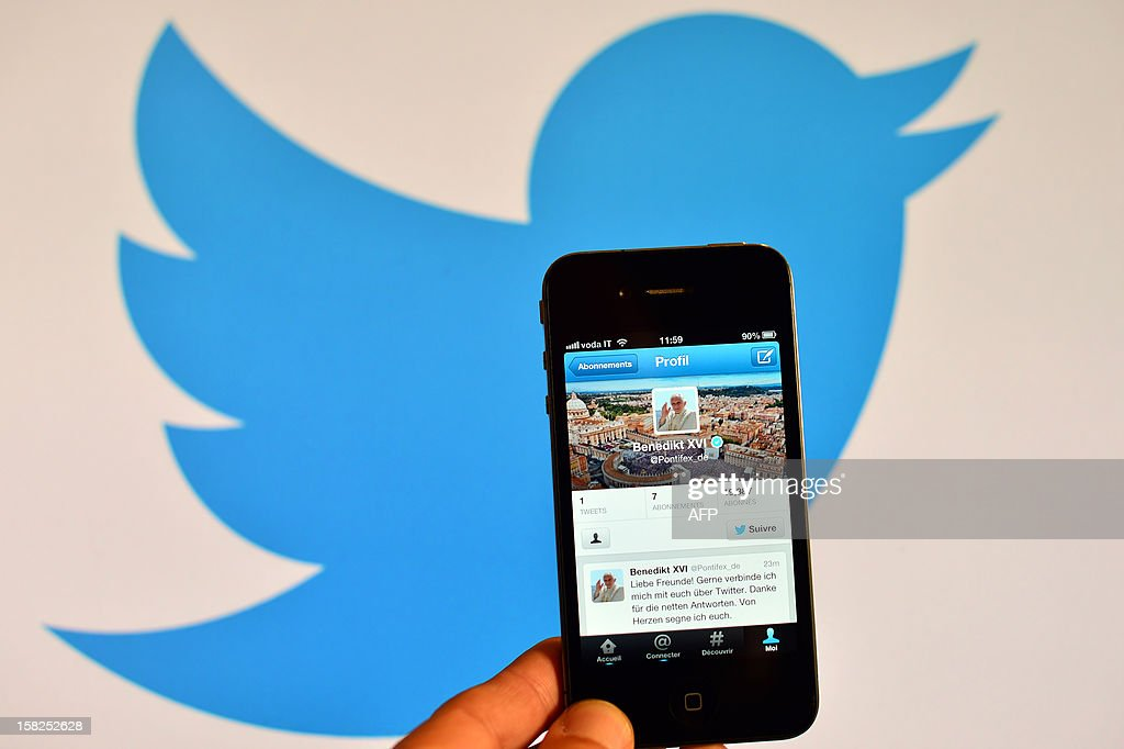 ITALY-VATICAN-POPE-AUDIENCE-INTERNET-TWITTER : News Photo