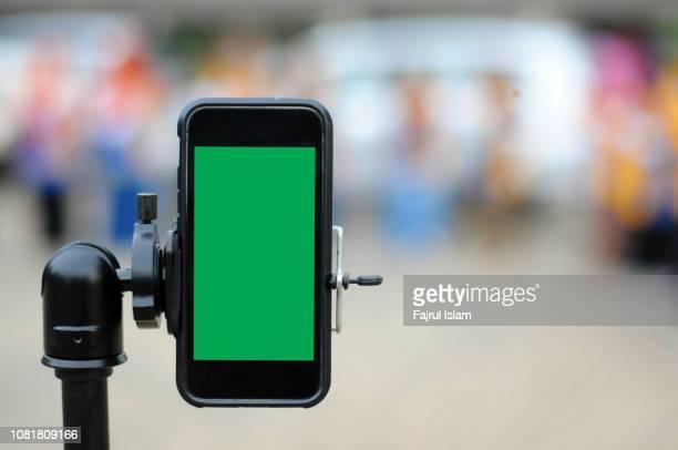 smartphone with chroma key - 三脚 ストックフォトと画像