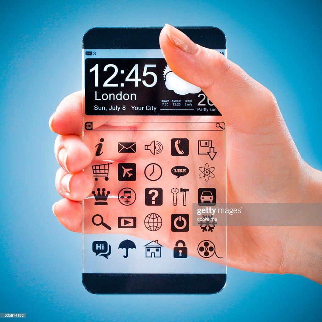 Teléfono inteligente con pantalla transparente en seres humanos manos. : Foto de stock