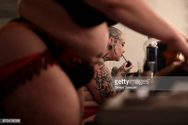 Smashlyn Monroe of the United Kingdom applies makeup in the dressing room before performing at the World Burlesque Games 2017 on November 4 2017 in...