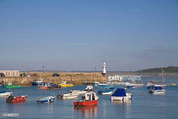 smeatons pier and lighthouse, the harbour, st ives, cornwall, england - st. ives cornwall stock pictures, royalty-free photos & images