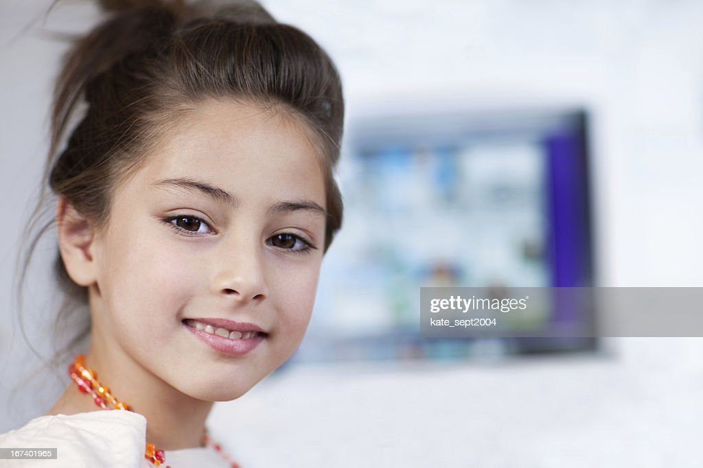 Smiling 9 years old girl : Bildbanksbilder