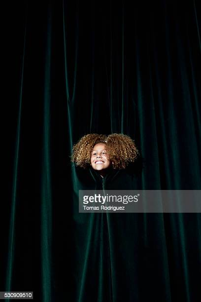 smiling actress - actrice photos et images de collection