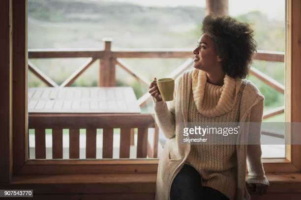 60 Foto e immagini di Women Window Day Dreaming di tendenza