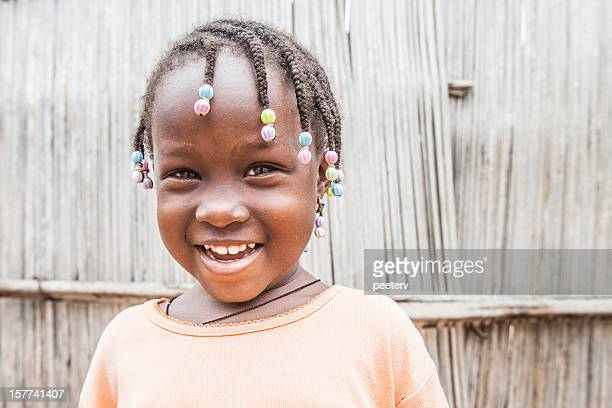 Sonriente niña africana.