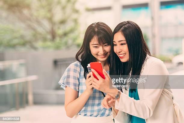 笑顔のアジア人女性メール