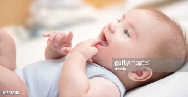 Sourire bébé garçon