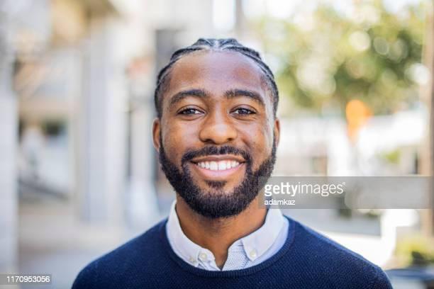 笑顔の黒人 - テスティモニアル ストックフォトと画像