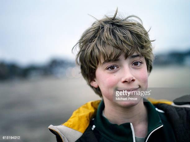 smiling boy - un seul jeune garçon photos et images de collection