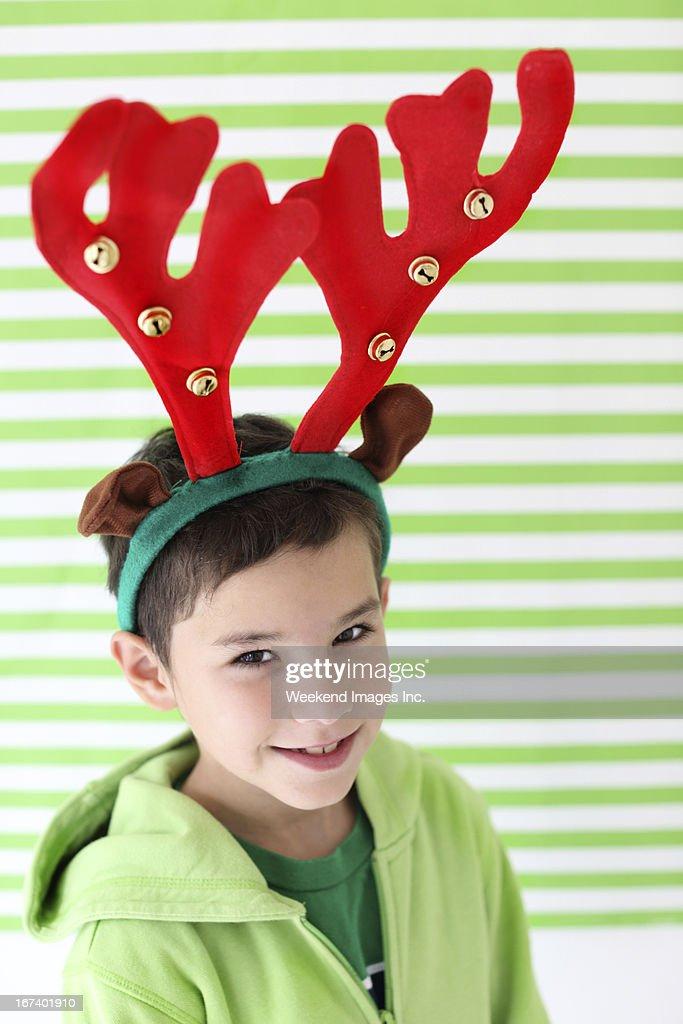 笑う少年、レッドの吠える : ストックフォト