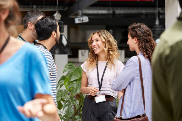 smiling business team standing during meeting - 聯繫 個照片及圖片檔