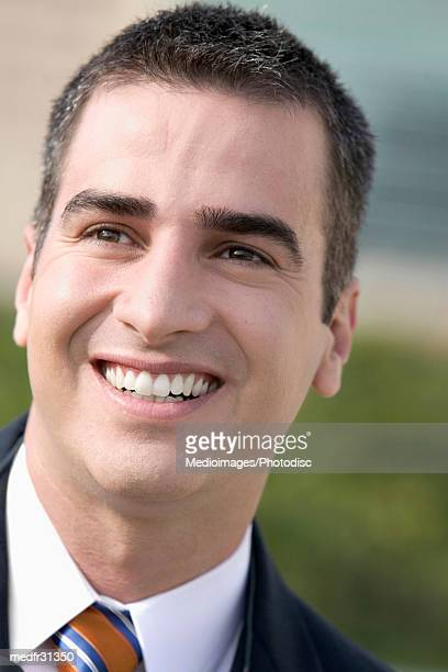 smiling businessman outdoors, close-up - einzelner mann über 30 stock-fotos und bilder