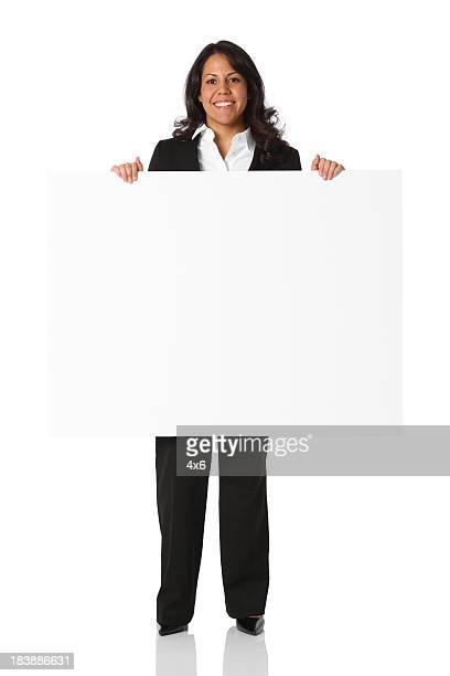 Lächelnd Geschäftsfrau holding mit Schild