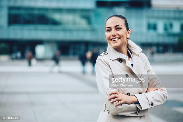Souriant Femme d'affaires