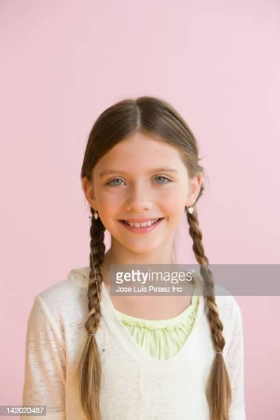 smiling caucasian girl - 8 9 jahre stock-fotos und bilder