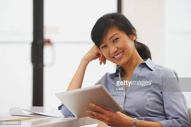 smiling chinese business woman - fringe stock pictures, royalty-free photos & images