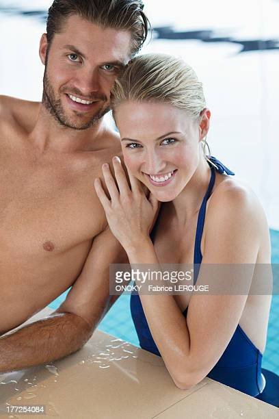 smiling couple at the poolside - onoky stock-fotos und bilder