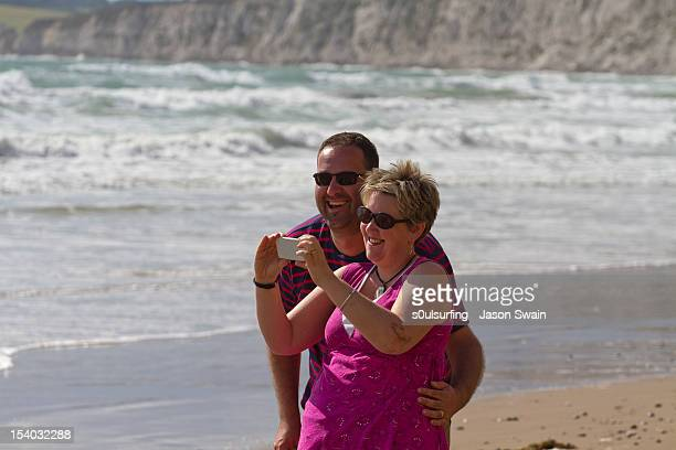 smiling couple - s0ulsurfing stock pictures, royalty-free photos & images
