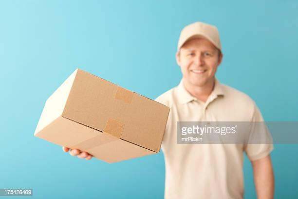 Souriant livraison personne