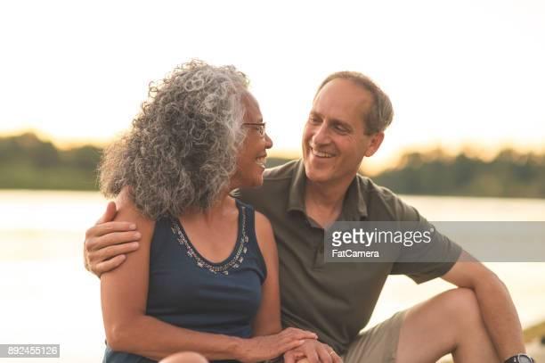 sonriente mujer mayor étnica kayak junto a su marido - life jacket photos fotografías e imágenes de stock