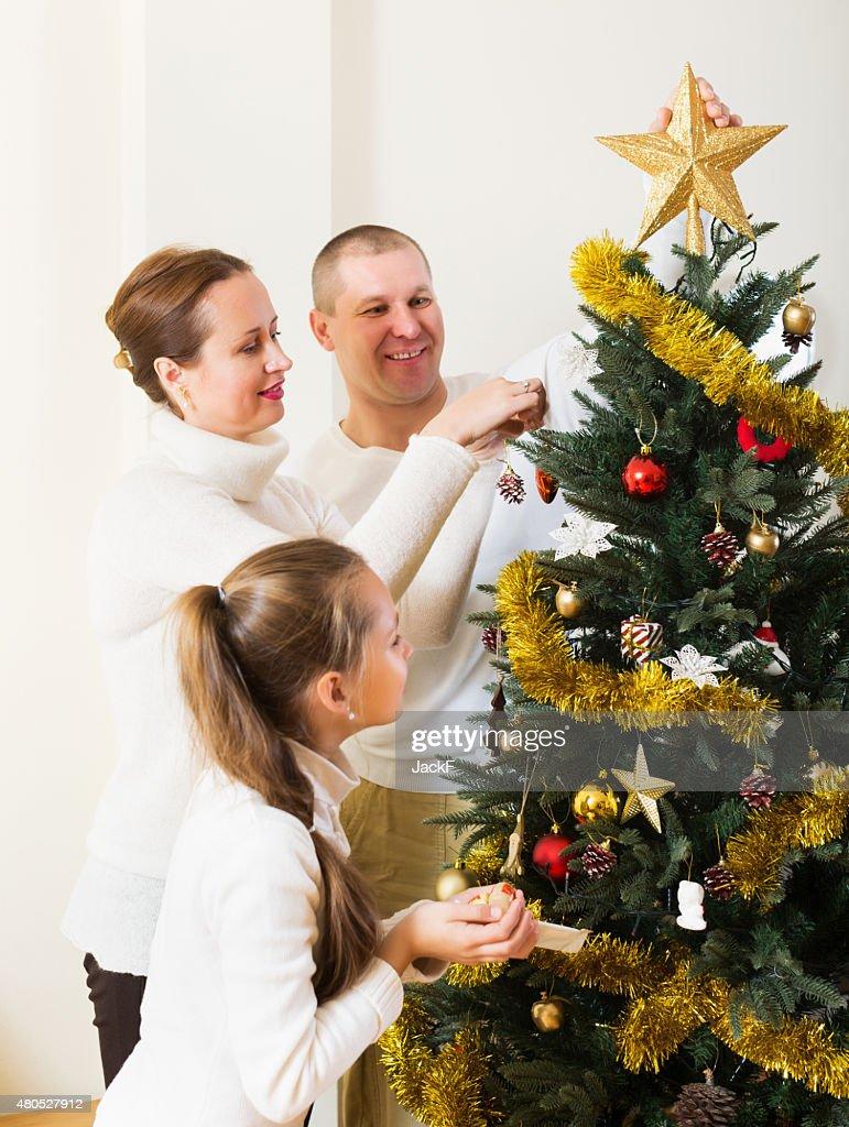 笑う準備に家族のクリスマス : ストックフォト