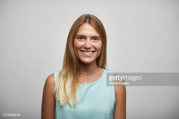 smiling female entrepreneur on white background - roupa descontraída imagens e fotografias de stock