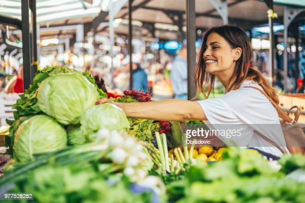 smiling girl decided to cook a delicious and healthy meal - vegetarian food stock pictures, royalty-free photos & images