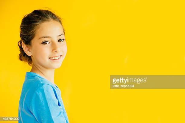 lächelnd mädchen - 6 7 jahre stock-fotos und bilder
