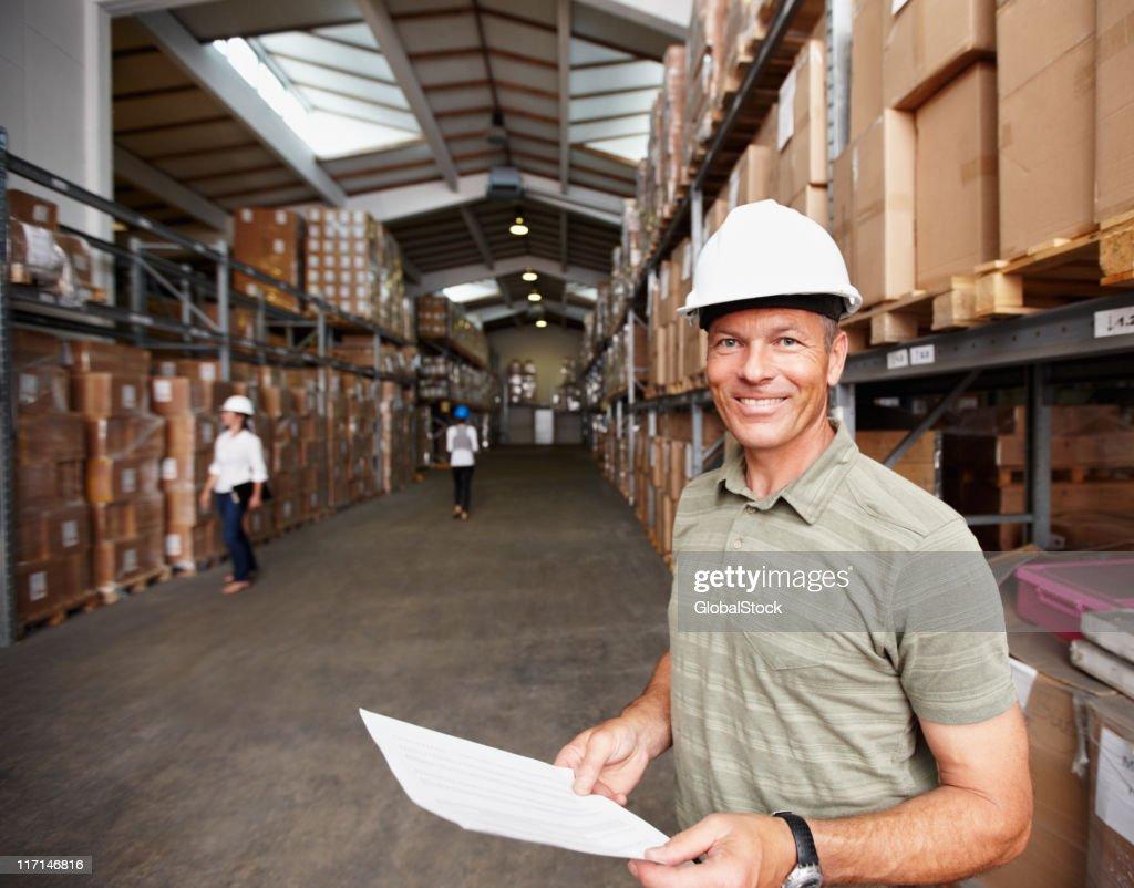 笑顔雄監視回路、労働者の倉庫 : ストックフォト