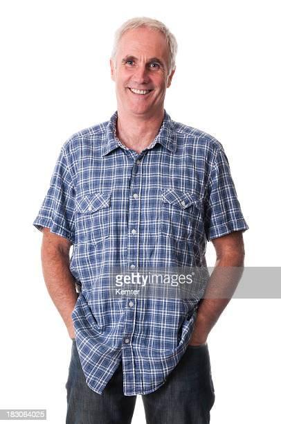 Sorridente homem maduro com as Mãos no Bolso