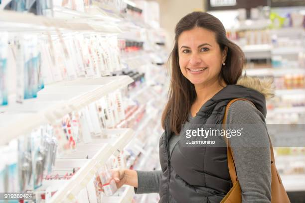 smiling mature woman at a beauty supply store - beautiful israeli women stock pictures, royalty-free photos & images