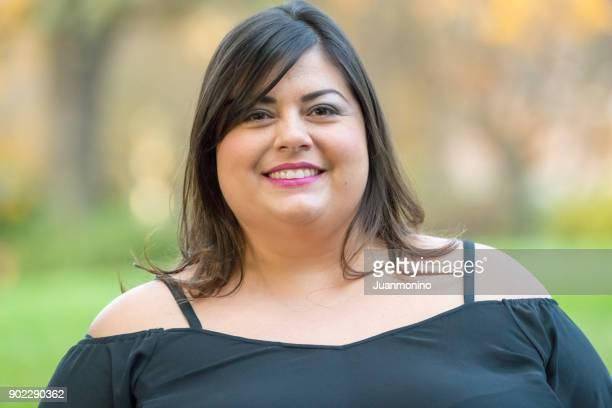 Lächelnde Frau mittleren Alters