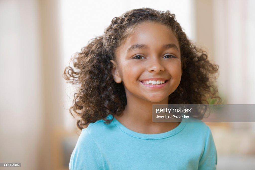 Smiling mixed race girl : Foto de stock
