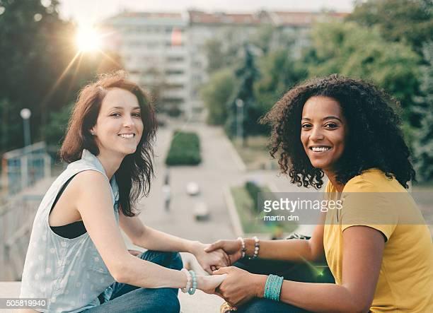race mixte souriant filles