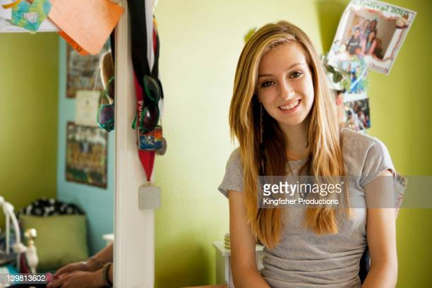 smiling mixed race teenager in bedroom - jolie fille 15 ans photos et images de collection