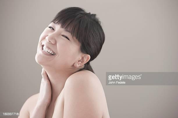 笑顔、ヌードアジア人の女性