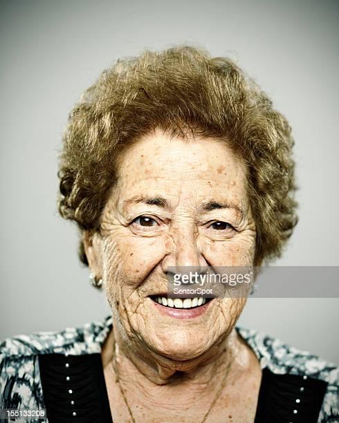 Vieille femme souriant