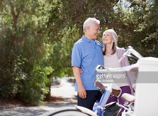 笑顔以上のカップルにぴったりの屋外