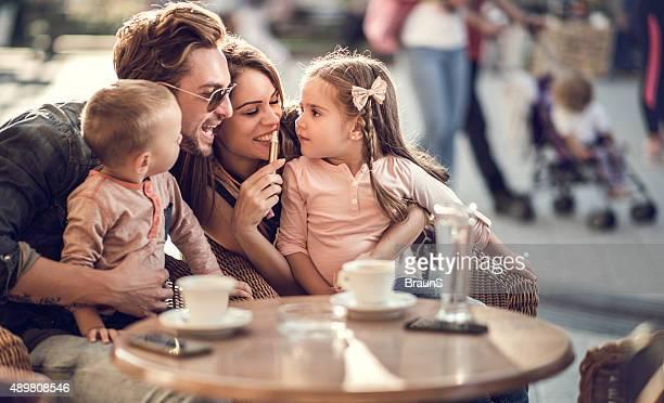 笑顔のご両親には、小さなお子様にお楽しみいただける、カフェ」