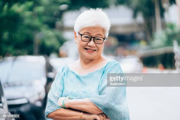 Femme souriante de hauts Asian ethnicity